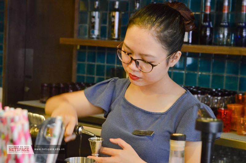 Lưu Phương Thúy- Học viên lớp Pha chế tổng hợp làm việc tại Nhà hàng Cocosita
